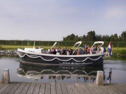 Eerste rondvaart van de Borrelboot op Moederdag