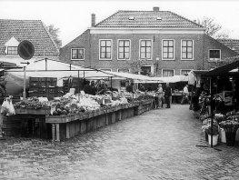Herinner je je Harderwijk: Groente- en fruitmarkt op de Smeepoortenbrink