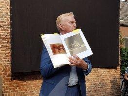 Marius van Dokkum Museum geopend door André van Duin