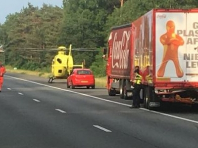 Vrachtwagens botsen op A28: weg weer deels open