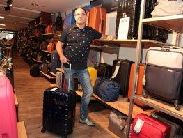 De bekende tassen, koffer en lederwaren zaak Leariek draait na een wisseling van eigenaar weer als vanouds