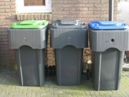 Afval ophaaldienst bij basisschool De Rank geeft onveilige verkeerssituatie
