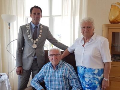 Echtpaar P. Lam en J.E. Lam-Jansen 60 jaar getrouwd!