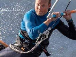 Hierdense huisarts surft 130 kilometer voor goede doel