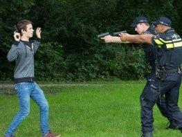 Politie treft twee jongens met nep pistool