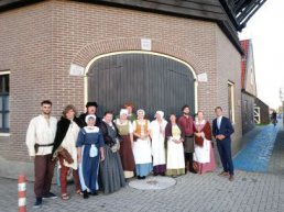 Levende Historie Harderwijk staat in erehaag voor de Koning op Prinsjesdag