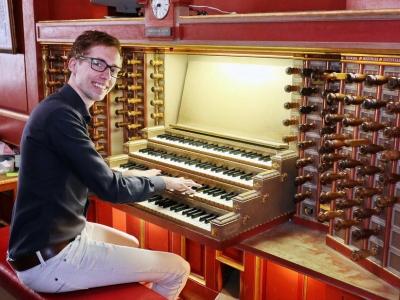 Organist Gert van Hoef op PodiumPlantagekerk
