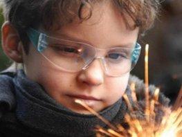 CDA deelt vuurwerkbrillen uit tijdens 'Disco-on-Ice'