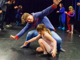 Milia zoekt kinderen om mee te dansen en toneel te spelen!