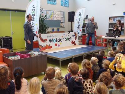 'De Bibliotheek op School' feestelijk geopend op Wolderweide in Harderwijk