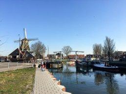 Wonen op historische boot, midden in een woonwijk