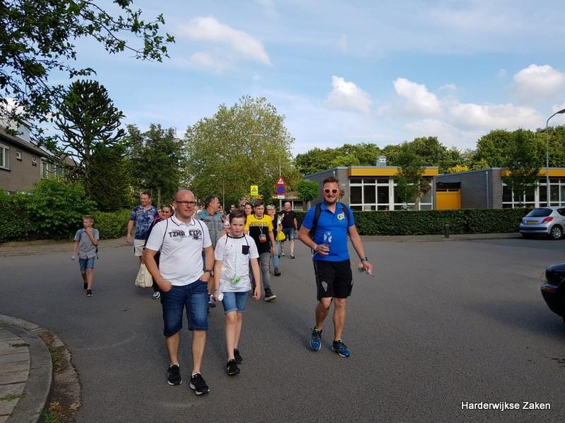 Foto's Intocht Avondvierdaagse Harderwijk 2019 2