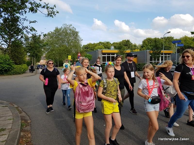 Foto's Intocht Avondvierdaagse Harderwijk 2019 3