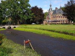Grachten van Kasteel de Essenburgh staan voor het tweede jaar op rij droog