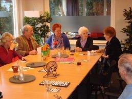 Alleengaande ouderen welkom op Thuishuiselijke Zondag
