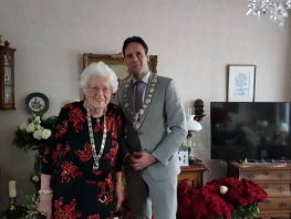 Annie van Ruitenbeek - Derksen viert haar 100ste verjaardag