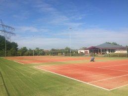 Vervanging kunstgrasbanen en hekwerk Tennisvereniging Frankrijk