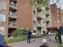 Muzikale traktatie voor bewoners Harderwijkse zorgcentra