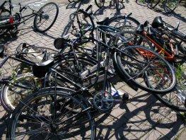 Opruiming van fietswrakken Station in Harderwijk