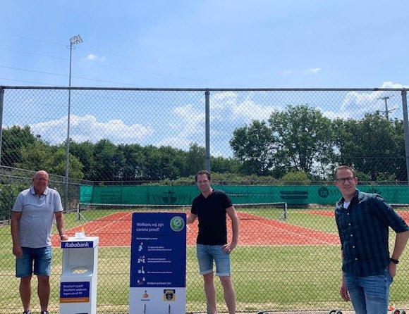 Tennisvereniging Frankrijk coronaproof dankzij hygiëne displays en informatieborden Rabobank