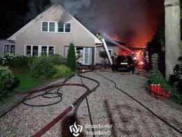 Getuigen oproep politie: brand bij woning in Hierden vermoedelijk aangestoken