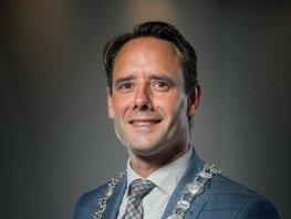 Contactverbod en celstraf voor Harderwijker die burgemeester van Schaik bedreigde