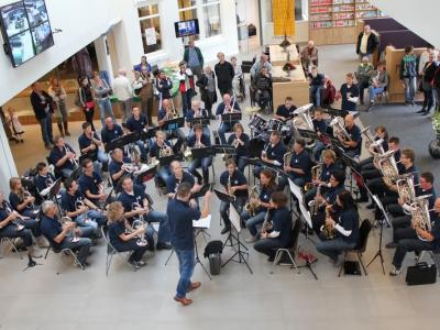 Kunst Na Arbeid Hierden geeft concert in Cresent Park Harderwijk