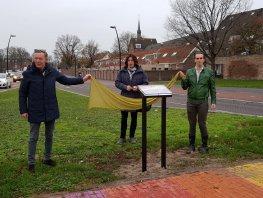 Onthulling informatiebord Regenboogzebrapad in Harderwijk