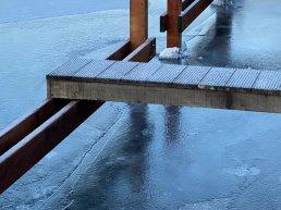 Schaatsen op grachten in het Waterfront levensgevaarlijk!