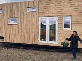 Plaatsing derde tiny house aan de Rappad in Drielanden