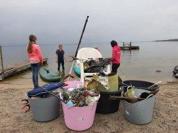 Suppers vissen tonnen vol zwerfvuil op