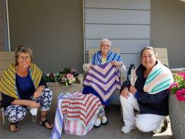 Mevrouw van Haselen (93) haakt voor de zorg