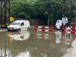 Wateroverlast door hevige regenval in Harderwijk