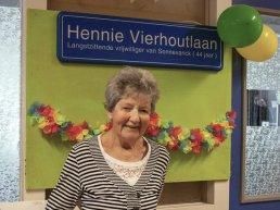 Zorglocatie Sonnevanck heeft een nieuwe 'laan': Hennie Vierhoutlaan