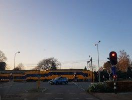 Op een haar na de trein gemist in Ermelo (video)