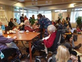 Verbindend muziekproject Weer op de thee bij oma begint weer!