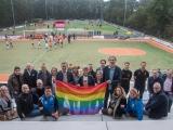 Regenboogpakket overhandigd aan sportverenigingen