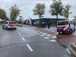 Fietser geschept door vrachtwagen op de Lorentzstraat in Harderwijk